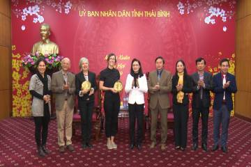 The Vietnam Public Health Association and International Union Against Tuberculosis and Lung Disease work with Thai Binh provincial leaders on activities being implemented in Thai Binh province.